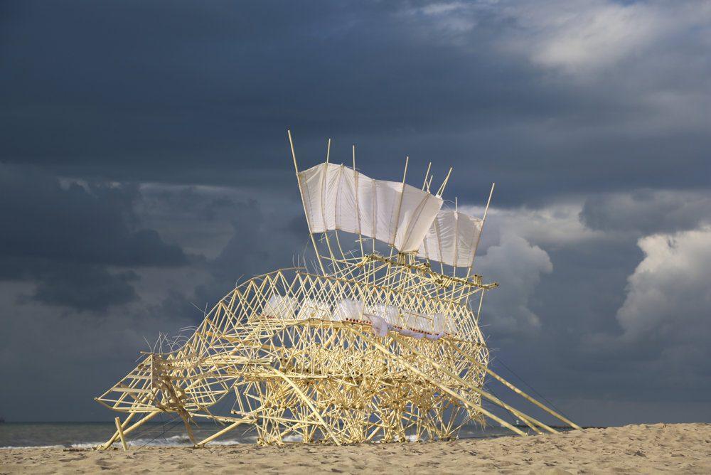 Suspendisse 2014, ©Theo Jansen 2_60x90cm__WEB